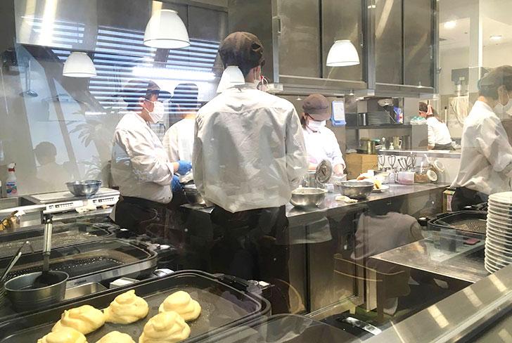 幸せのパンケーキ 吉祥寺 厨房