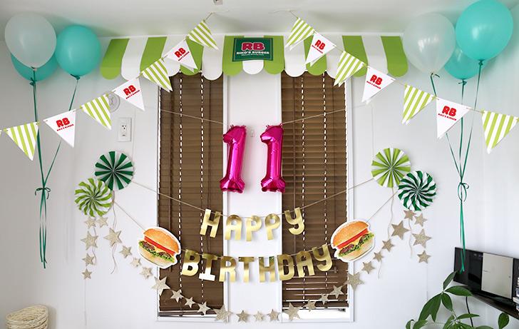 壁面の飾り付けの全体像 バーガーショップ(モスバーガー風)をテーマにした子供の誕生日パーティー演出