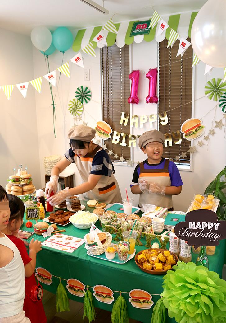 ハンバーガーを作る バーガーショップ(モスバーガー風)をテーマにした子供の誕生日パーティー演出