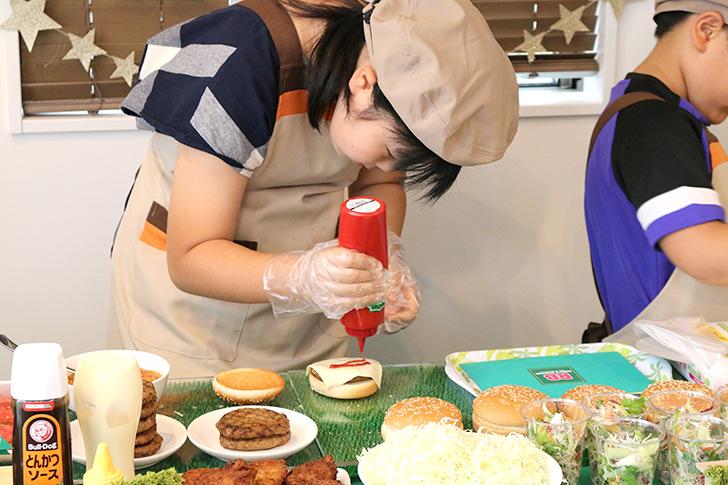 バーガー作り バーガーショップ(モスバーガー風)をテーマにした子供の誕生日パーティー演出