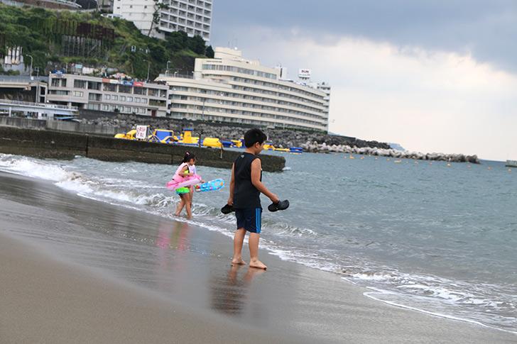 朝の熱海サンビーチ4
