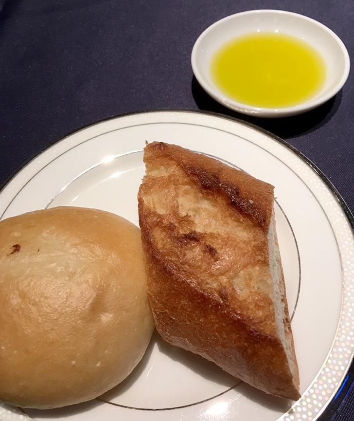 ホテルミクラス カジュアルディナー パン