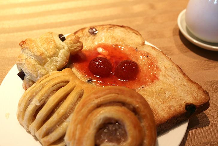 ホテルミクラスの朝食 パン トースト ジャム