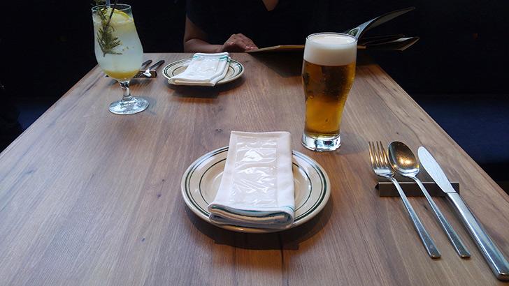 ローズマリーズトウキョウ テーブル ビール