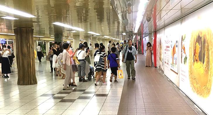 プーさんカフェ はちみつカフェ 新宿駅通路のプーさんコーナー