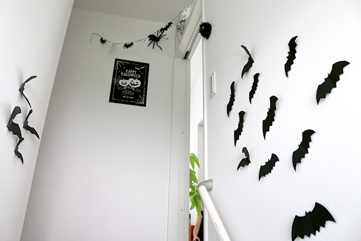階段もコウモリがいっぱい!