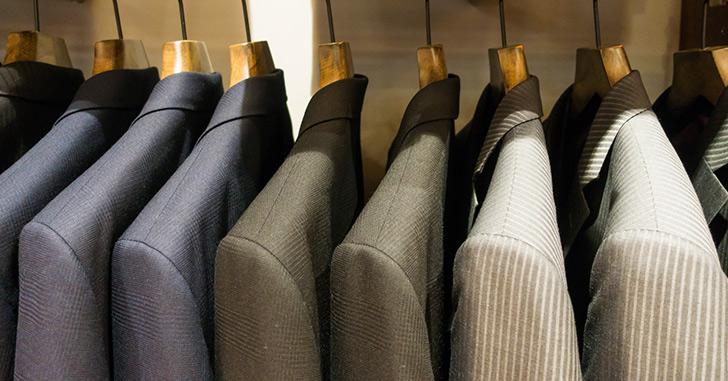 クローゼットの中のスーツ 彼氏のサプライズ