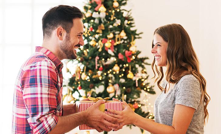 彼氏・旦那も感動!素敵なクリスマスプレゼントの渡し方アイデア