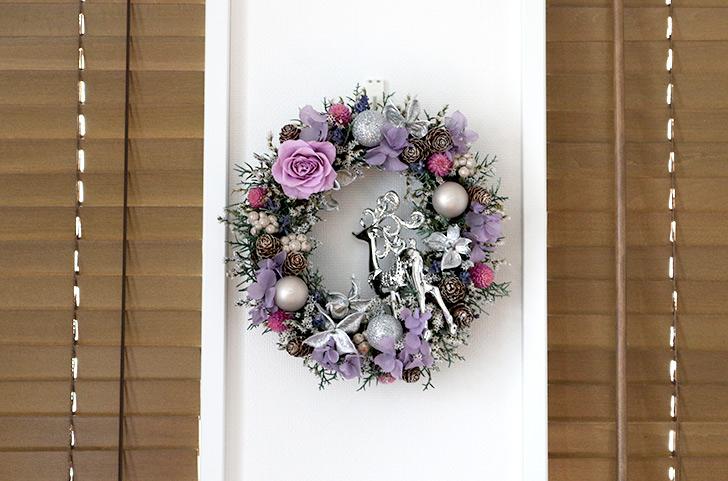 壁に飾った状態1 おしゃれなクリスマスリース2017