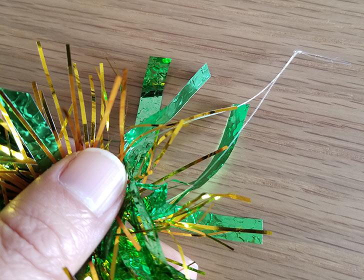 紐を結び付ける クリスマスフォトブースの作り方