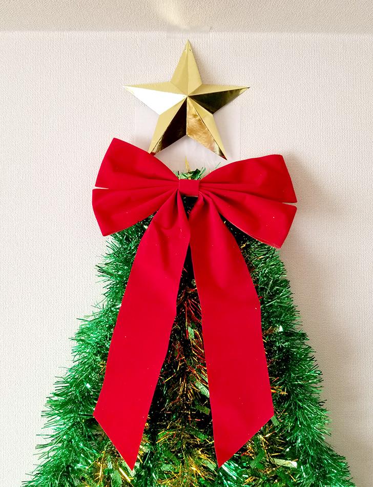 リボンを付ける クリスマスフォトブースの作り方