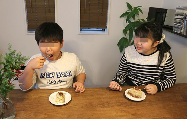子供が食べてるシーン2 ほくほく和栗&和三盆のモンブラン ラ・ファミーユ