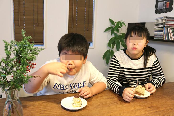 子供が食べてるシーン1 ほくほく和栗&和三盆のモンブラン ラ・ファミーユ