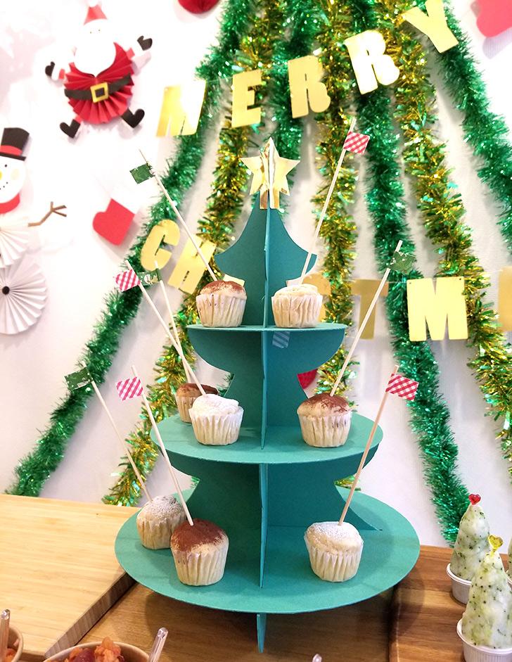 クリスマスランチブッフェ クリスマスツリーのカップケーキスタンド