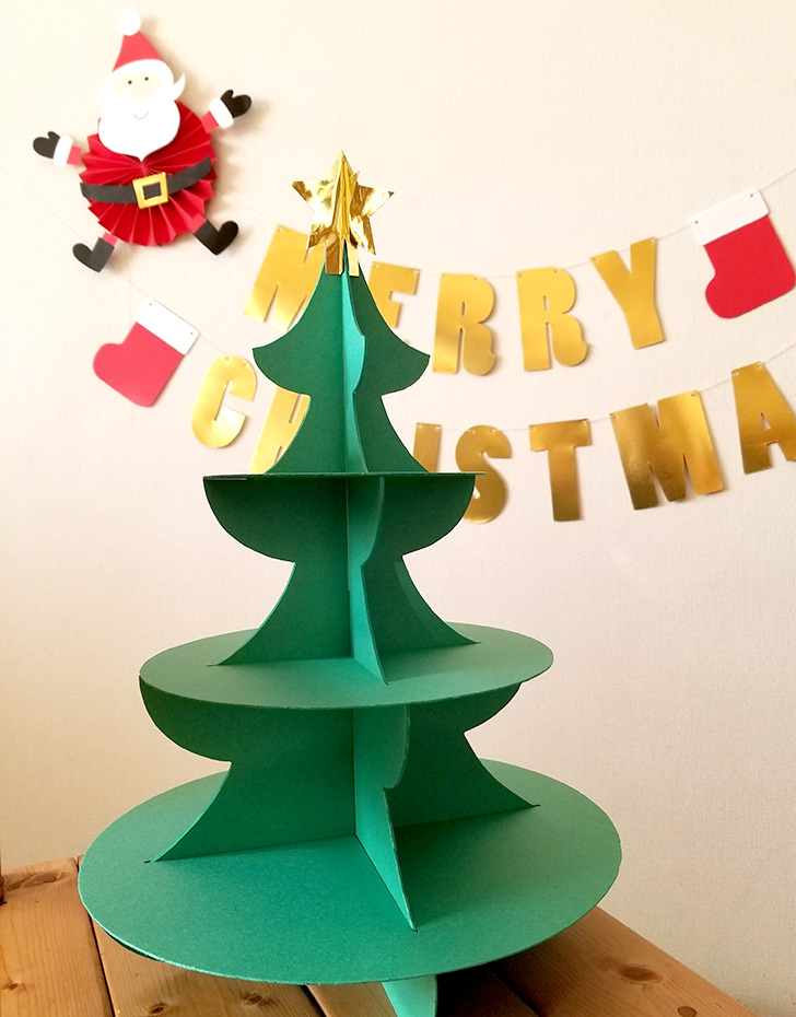 クリスマスツリーの手作りカップケーキスタンド