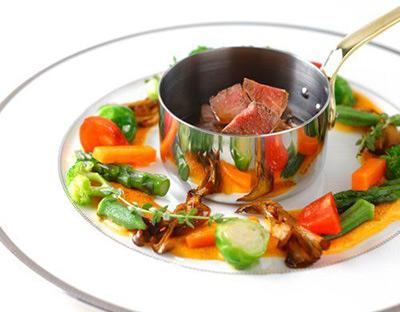 オーベルジュ 箱根フォンテーヌ・ブロー仙石亭 元帝国ホテルの料理人、斎藤厚男さんがオーナーシェフを務めるメインダイニングでいただくフレンチ