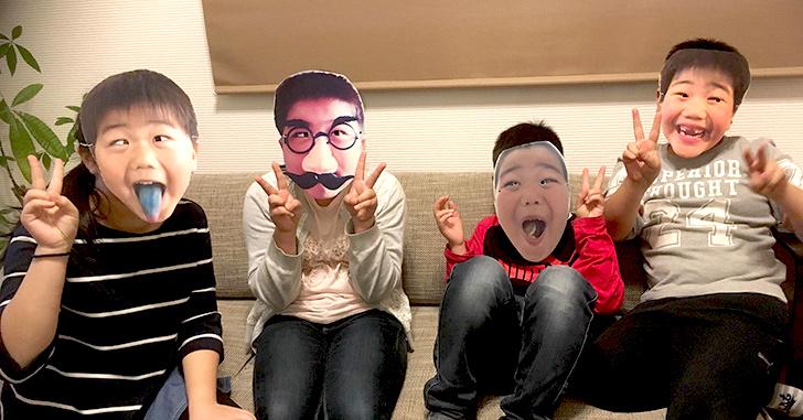 顔写真お面の作り方 4人がお面を付けてる写真