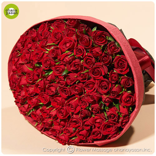 赤いバラ100本の花束 彼女の誕生日プレゼント