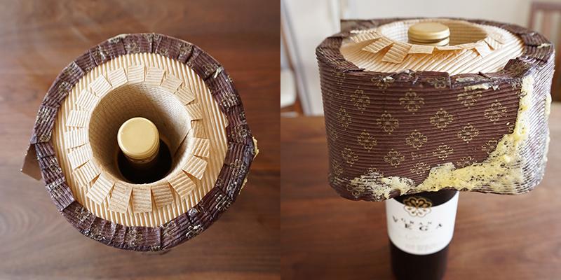 焼き上がったケーキはひっくり返して、ペットボトルなどに刺して冷まします。 シフォンケーキの作り方
