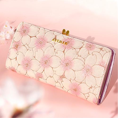 満開の桜をモチーフにしたデザインが素敵!がま口二つ折り財布「サクラ・オデット」<
