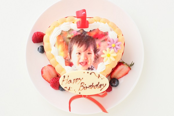 1歳の誕生日のバースデーケーキ ハート 写真入り
