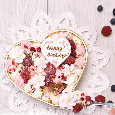 たくさんのお花が溢れるラブリーなハート型ムースケーキ