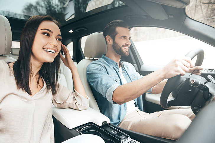 車の中でのプロポーズするイメージ