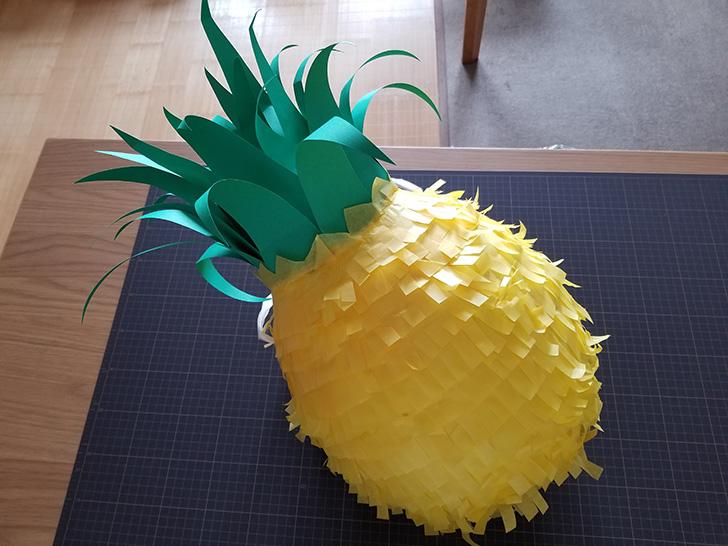 パイナップルピニャータの作り方