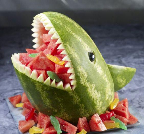 スイカのサメ スイカのアート・デコレーションアイデア