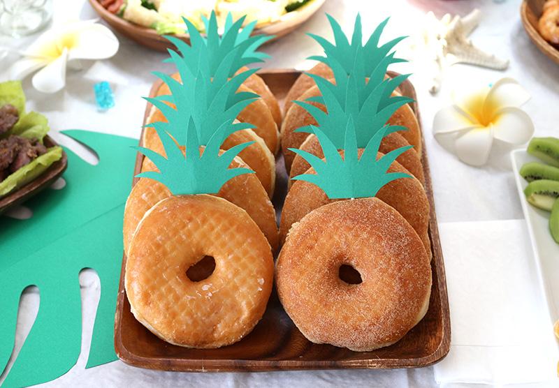 パイナップル風ドーナツ アロハ・ハワイをテーマにしたトロピカルな誕生日パーティー演出