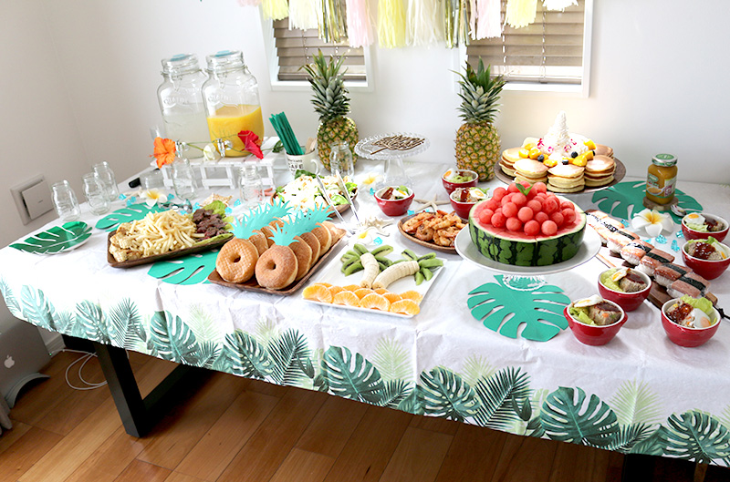 パーティー料理 アロハ・ハワイをテーマにしたトロピカルな誕生日パーティー演出