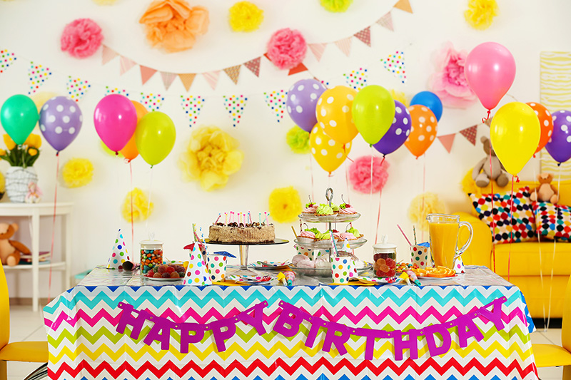 内緒でお部屋を飾りつける誕生日サプライズ