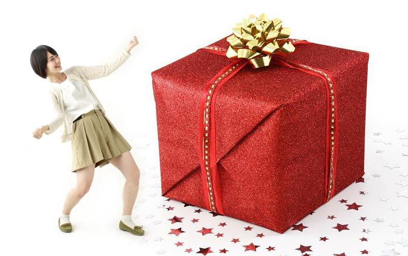 玄関開けたら巨大プレゼント箱が置いてある誕生日サプライズ