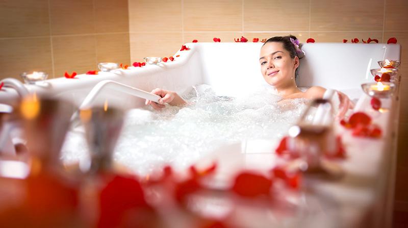 ロマンチックなバラ&キャンドル風呂でサプライズ
