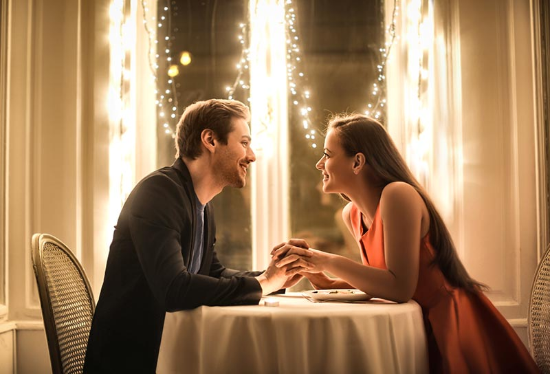 クリスマスディナーでサプライズプロポーズ