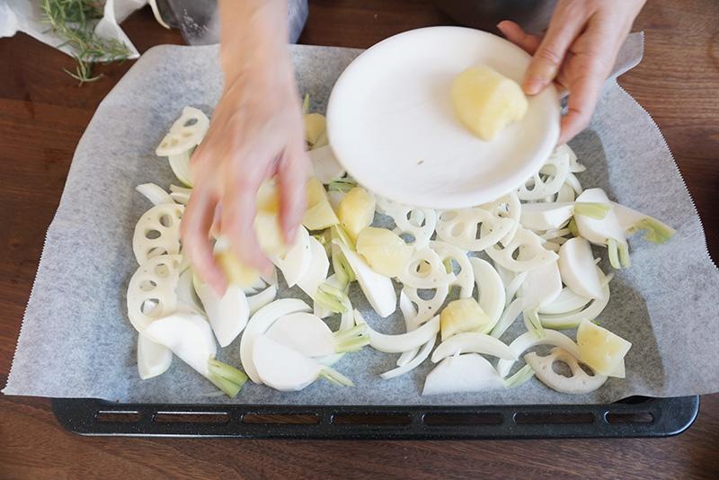 ぎゅうぎゅう焼き レシピ クッキングシートの上に食材を並べる