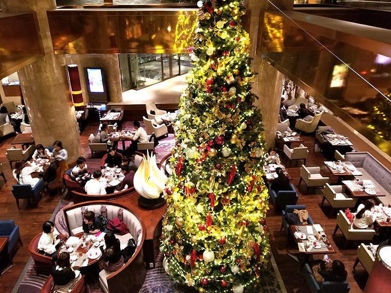 ヒルトン東京マーブルラウンジ「アリスinクリスマス・マジック」デザートビュッフェ クリスマスツリー