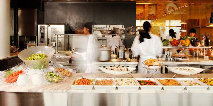2位 The Kitchen Salvatore Cuomo KYOTO 店内 ライブキッチン