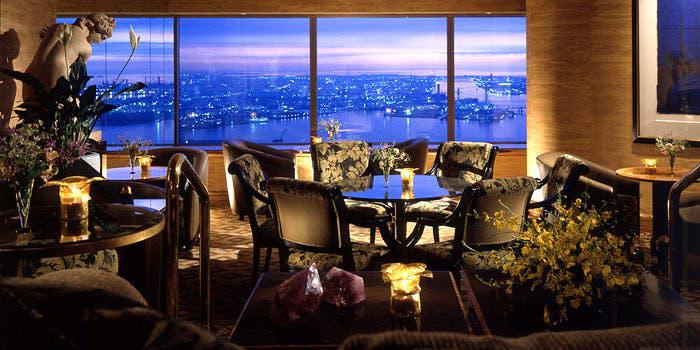 2位 シリウス/横浜ロイヤルパークホテル70階 店内 夜景