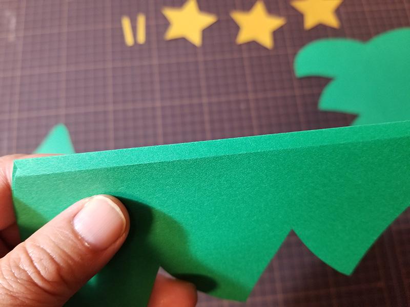 画用紙で作る!簡単ペーパークリスマスツリーの作り方 折る