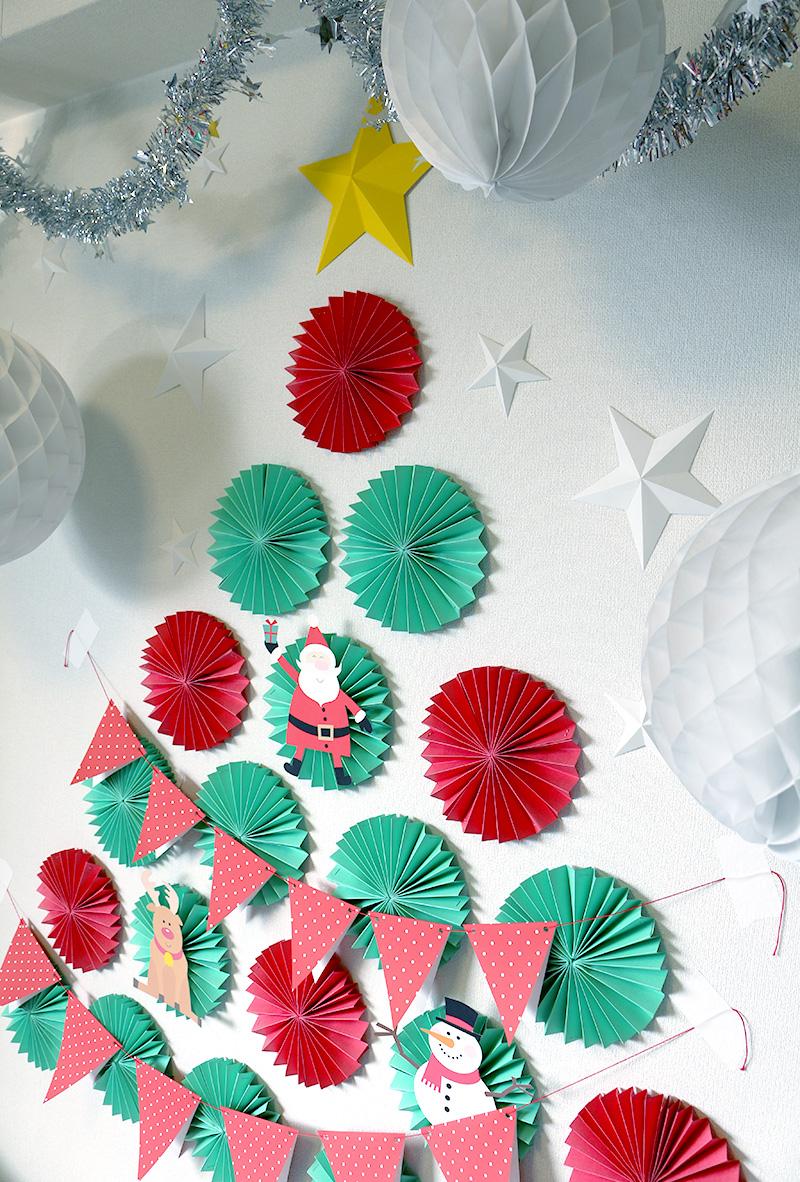 ペーパーファンで作る、壁面クリスマスツリー