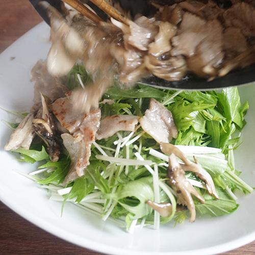 水菜と豚肉、舞茸のデリ風サラダの作り方-3