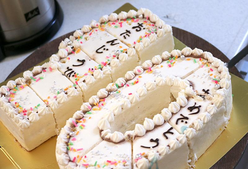 「逃走中」をテーマにした誕生日パーティー ケーキ