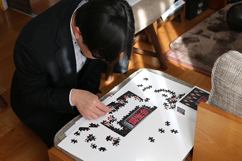 「逃走中」をテーマにした誕生日パーティー パズルをするハンター