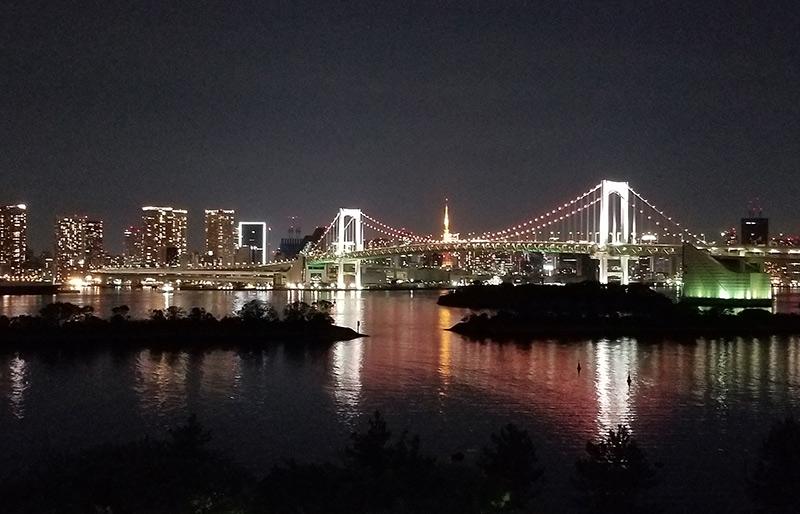 ヒルトン東京お台場から見える夜景 レインボーブリッジ