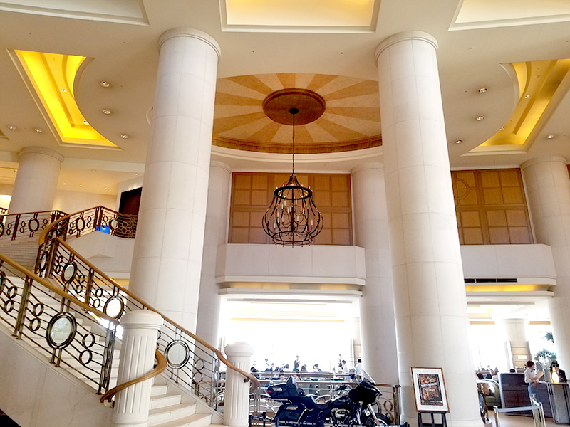 ヒルトン東京お台場はロビーの螺旋階段が素敵!