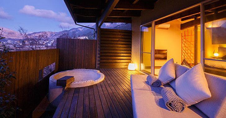 Luxury villa zakuro 源泉掛け流しの露天風呂