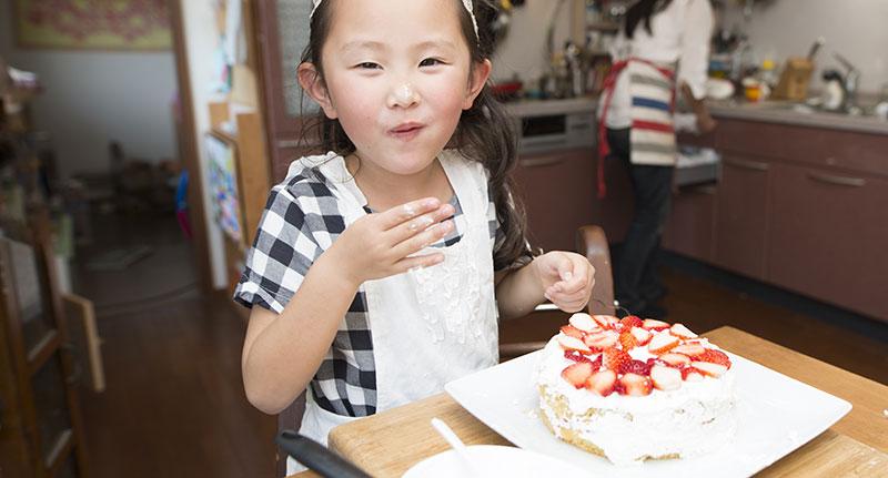 子供達が頑張って手作りしたバースデーケーキ