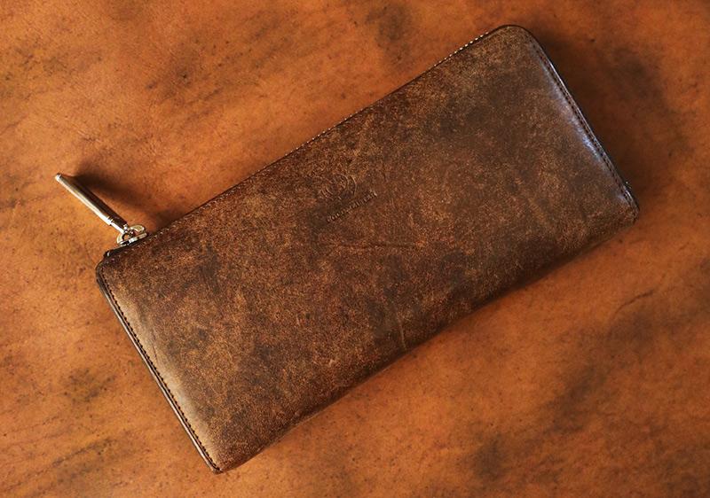 個性的な経年変化(エイジング)が楽しめる♪男好みな渋い財布「ココマイスター・ベテルギウス」