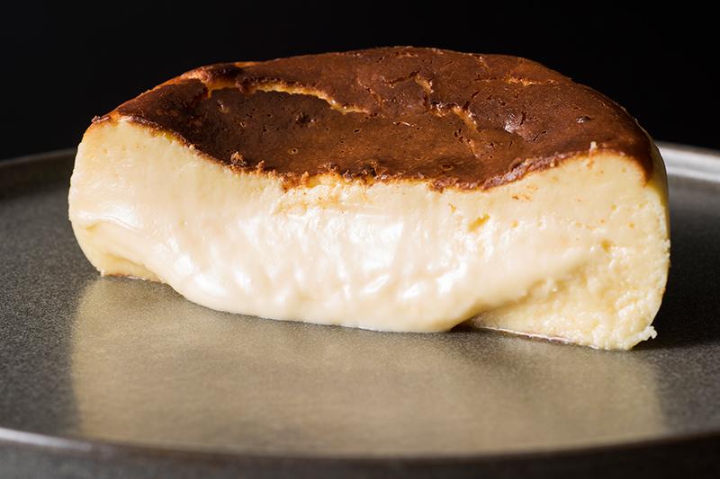 クロスダイン/ホテルメトロポリタン バスクチーズケーキ